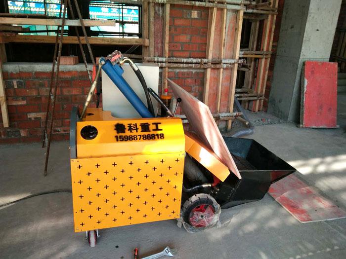 LEB-10二次结构柱输送泵施工现场