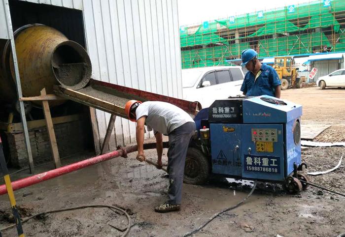 LEB-30二次结构柱输送泵施工现场