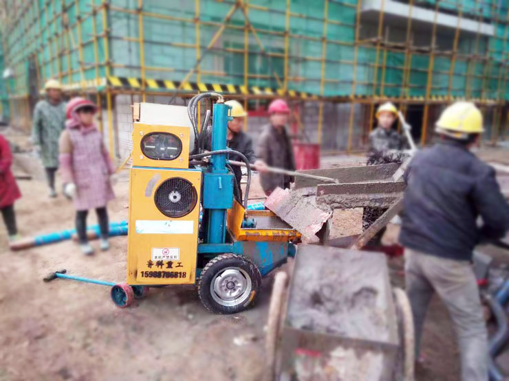 LKR-10二次结构柱输送泵施工现场