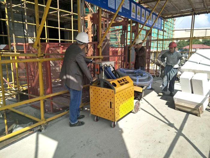 二次结构柱输送泵施工现场