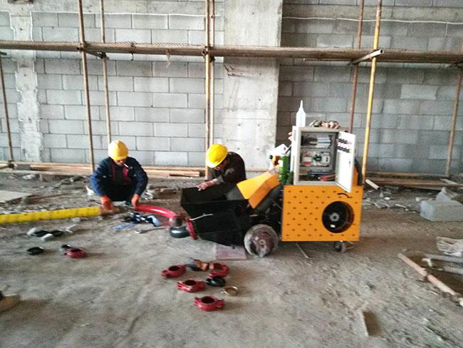 二次结构输送泵价格贵设备施工现场